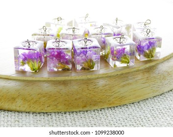 Flowers in Epoxy Resin, Preserving fresh flowers in resin means preparing the flowers first by drying them and covering them with a spray resin so they can hold up to the process.