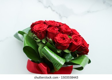 Flowers as a gift, romantic relationship and floral design concept - Holiday love present on Valentines Day, luxury bouquet of red roses