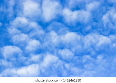 Fluffy white clouds with many sizes Gathered a lot On a rainy day In the evening Thus making the sky colorful Used as an illustration And background images