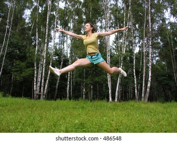 fly run girl under grass wood