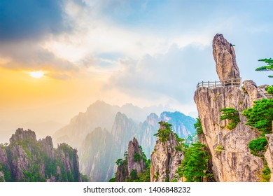 Flying-over Rock (Falling Rock from Sky). Landscape of Huangshan (Yellow Mountains), Located in Huangshan, Anhui, China.