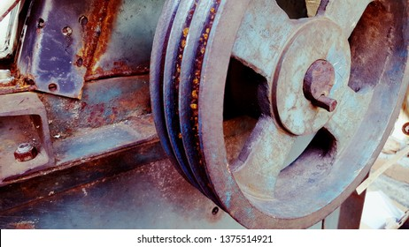 Flywheel, an old-fashioned engine speed control technology. With this method, the engine flow can be adjusted accordingly, slower or faster