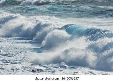 foam on the wave in the sea