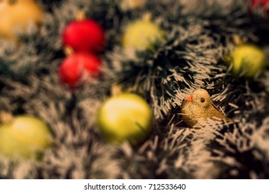 Focus bird with christmas balls