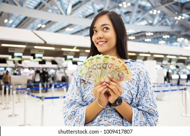 focus note in asian girl get rich with exchange money and imagine to shopping at airport