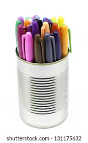 A focus-stacked can of an arrangement of colored pens/markers
