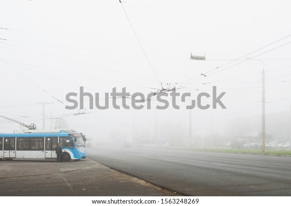 foggy-autumn-day-urban-transport-600w-15