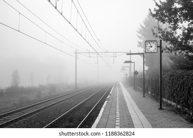 It is a foggy October morning at the small Dutch trainstation of Almelo de Riet. It is located near Almelo in the Eastern part of the Netherlands.