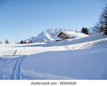Foisch, Switzerland: Snowy mountain chalet in wood and illuminated by the sun create a aplendido winter scenery and characteristic of the Swiss Alps.