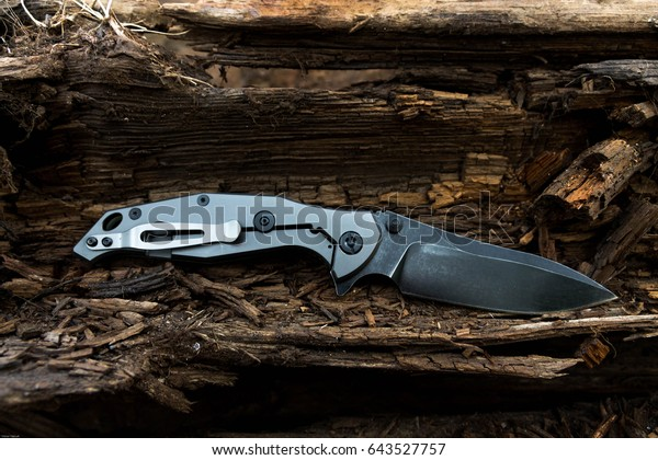 Faltenmesser mit Titangriff. EDC-Messer.