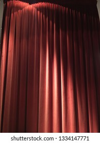 Folds in curtain fabric