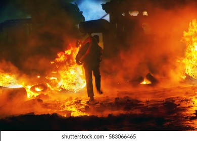 """Folk rebels protect the European choice of Ukraine in urban combat with government forces special forces """"Berkut"""" a traitor President Yanukovych who for the Union of Russian Federation"""