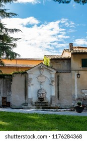 The Fontana del Mascherone is located near the Rocca Albornoziana. It is set against the left wall of the thirteenth-century former church of Saints Simon and Jude.