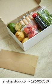Lebensmittelkastenfutter aus frischen Zutaten und Rezepte leere Bestellung von einer Mahlkastenfirma, geliefert, Kochen zu Hause.