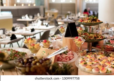 Food Buffet Brunch Catering Dining Eating Party Sharing Concept