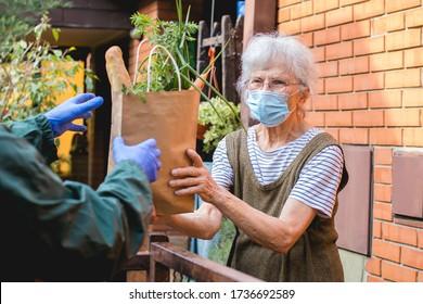 Lebensmittel, die älteren Menschen während der Epidemie-Sperrung zur Verfügung gestellt werden