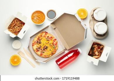 Livraison de nourriture. Nourriture dans des coffrets à emporter sur fond blanc