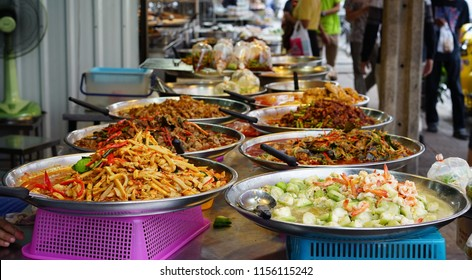 The food market in Bangkok offers delicious dishes including stir-fried vegetables, hot curry and many other dishes. Street Food in Thailand .