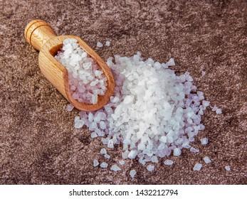 Food sea salt of a coarse grinding