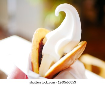 Food with a soft cream in the dorayaki(Sweets)