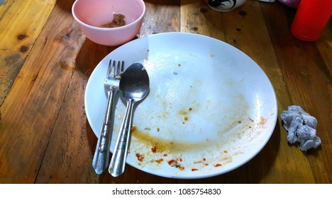 Food stains in the plate.