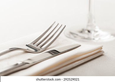 Food, tableware, tablecloth.