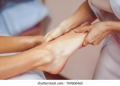 foot massage in salon