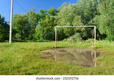 Football gate puddle