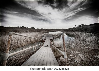 footbridge / fishing pier (abandoned)