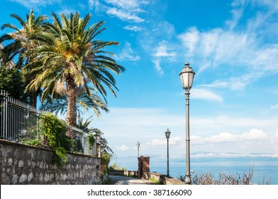 Footpath with sea views on Gulf of Naples
