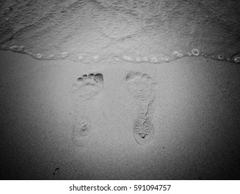 footprint sand in black and white
