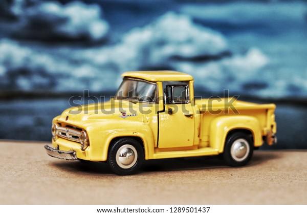 Ford F 100 Modele De Voiture Classique Photo De Stock Modifier Maintenant 1289501437
