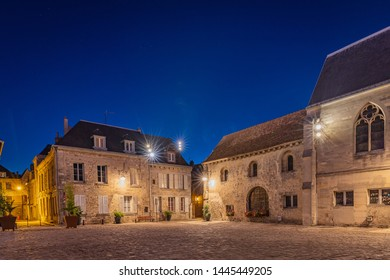 The forecourt of the cathedral - Laon (Aisne)