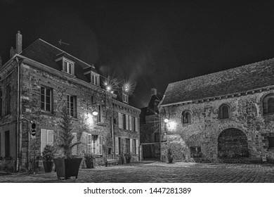 The forecourt of Laon cathedral (Aisne)