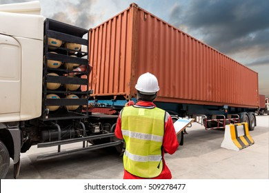 Foreman control loading Containers box on trucking
