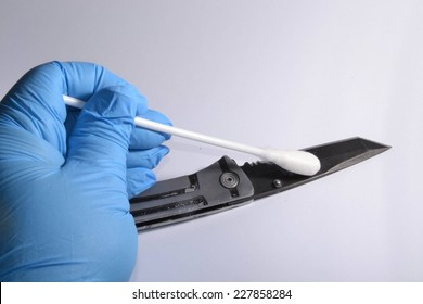 Forensic expert recover DNA