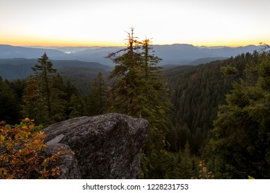 forest views with lost creek lake in the back viewed from Red Blanket mountain in southern Oregon