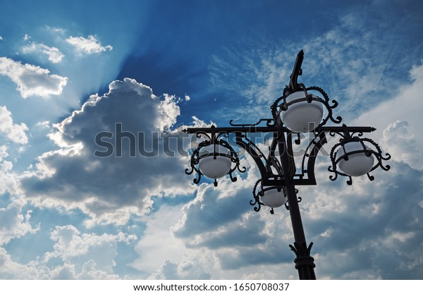 forged-openwork-street-lamp-on-600w-1650