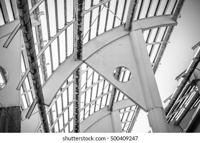 Forged steel structure, metal roof with metal bars and beams