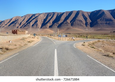 Fork in the road to Assoul, Rich or Tinghir, Errachibia. Morocco
