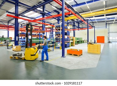forklift truck workers in a factory - manufacture of machinery and storage - equipment and furnishings industrial hall