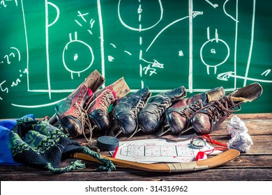 Formation tactics in ice hockey matches
