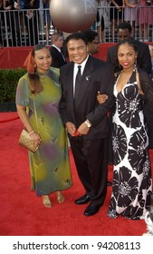 Former boxer MUHAMMAD ALI & daughters at the 10th Annual ESPY Sports Awards in Hollywood. 10JUL2002.   Paul Smith / Featureflash