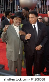 Former boxers MUHAMMAD ALI (right) & JOE FRAZIER at the 10th Annual ESPY Sports Awards in Hollywood. 10JUL2002.   Paul Smith / Featureflash
