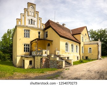 """Former Villa of """"derer von Below"""" estate in Zaleskie (Saleske). Built in the 18th century. From 1461 to 1945 the village of Saleske has been 484 years in possession of the Below family."""