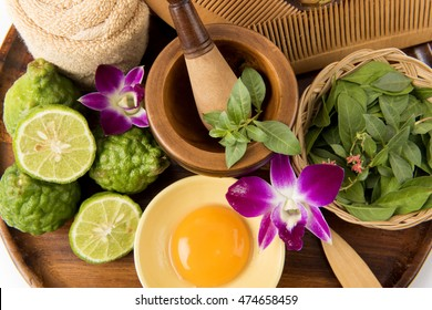Formula hair dye with Henna Tree leaves, lime, honey and egg yolk. Mix together marinade hair.