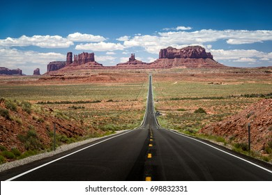 Forrest Gump Point is an attraction point located near Monument Valley.
