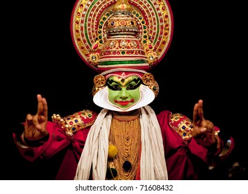 FORT COCHIN - FEBRUARY 16: Kathakali performer in the virtuous pachcha (green) role in Cochin on February 16, 2010 in South India. Kathakali is the ancient classical dance form of Kerala.