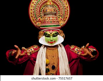 FORT COCHIN - FEBRUARY 16: Kathakali performer in the virtuous pachcha (green) role in Cochin on February 16, 2010 in Fort Cochin, South India. Kathakali is the ancient classical dance form