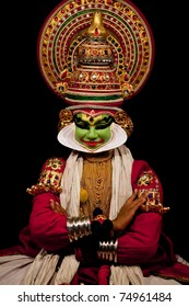 FORT COCHIN - FEBRUARY 16: An unidentified Kathakali performer in the virtuous pachcha (green) role in Cochin on February 16, 2010 in Fort Cochin, South India. Kathakali is the ancient classical dance form